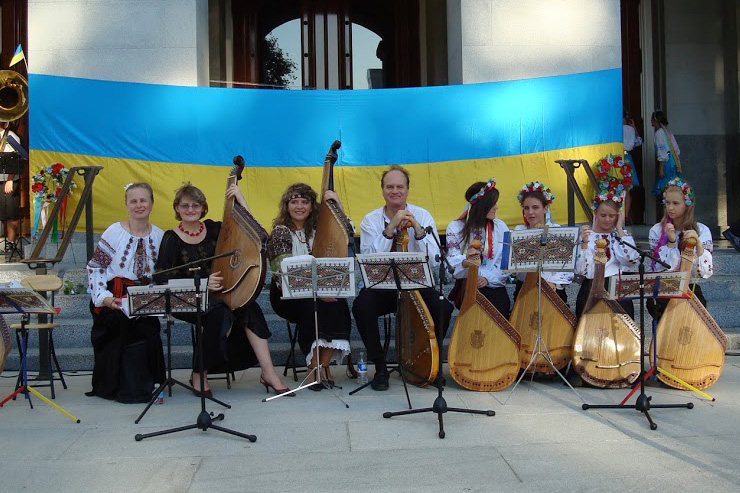 2007-state-capitol-sacramento-independence-of-ukraine.jpg (187. Kb)