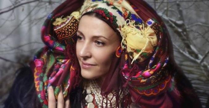 Хустка, як оберіг. Українки повертаються до прадавніх трендів.