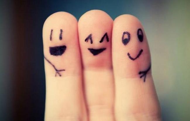 Веселі пальчики середній палець по-дружньому обіймає вказівний і безіменний пальці