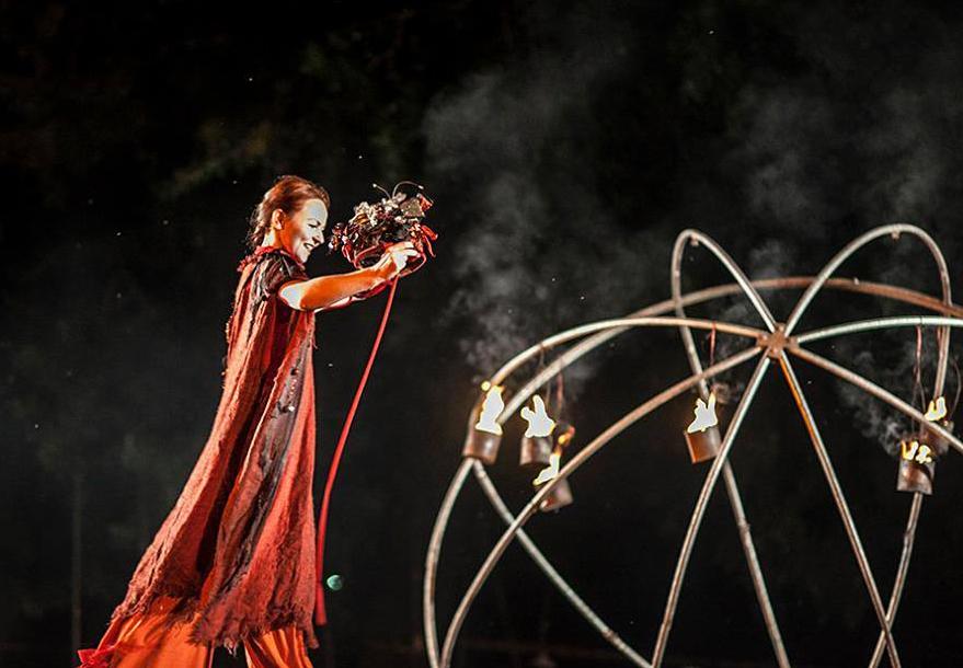 Марія Ковалик про театр на ходулях
