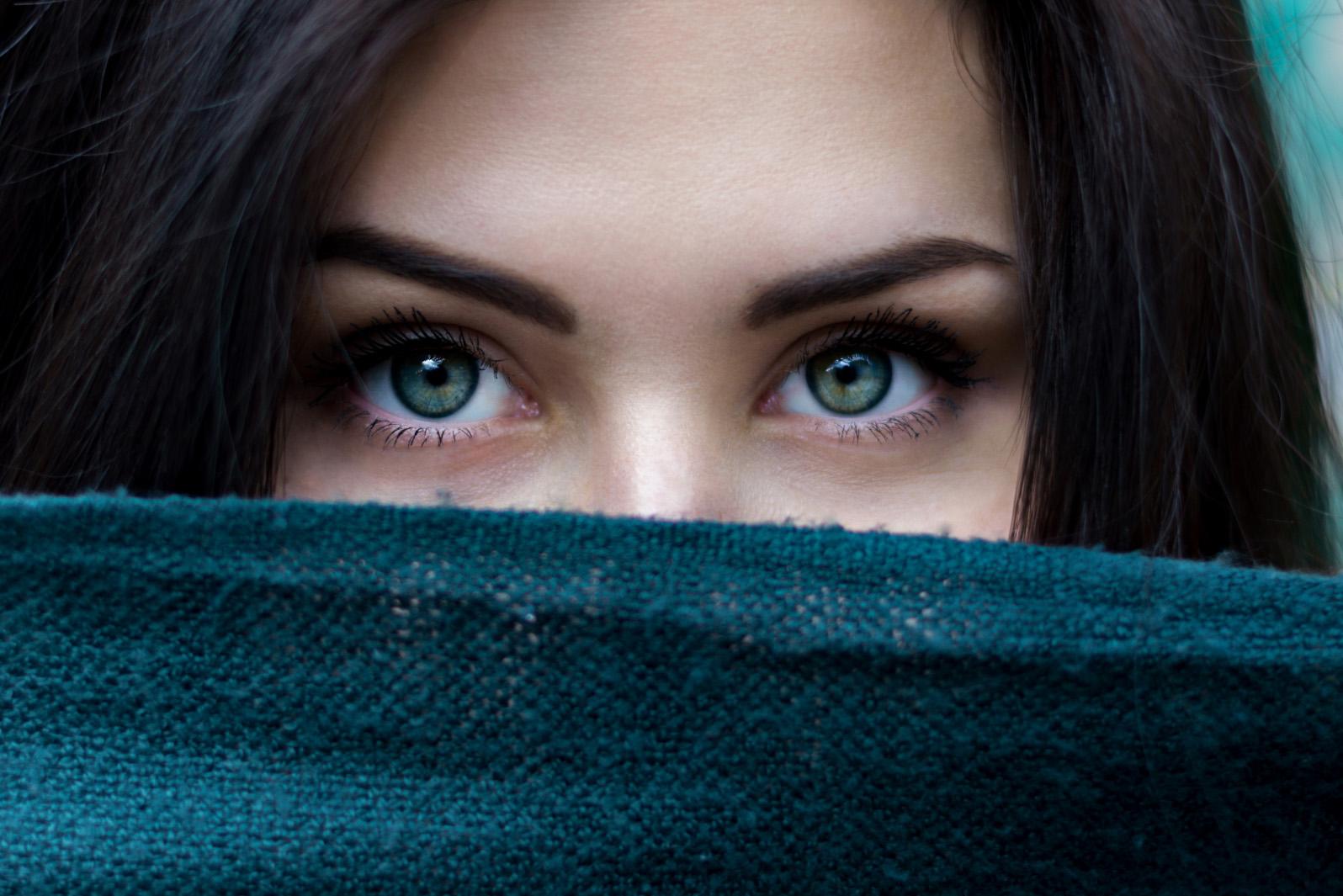 Про красу очей в піснях і віршах