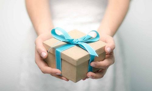 Народні міфи та прикмети про подарунки