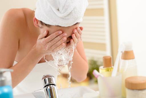 Як вода впливає на здоров'я шкіри? Роль води в організмі людини. Функції шкіри та роль води у їх забезпеченні